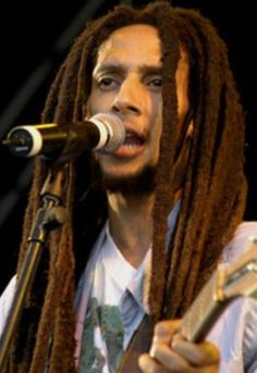 "Képtalálat a következőre: ""Julian marley"" Marley Brothers, Julian Marley, Reggae Bob Marley, Bob Marley Pictures, Marley Family, Reggae Music, Smoking Weed, Gorgeous Men, Beautiful"