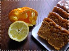 Pour ce succulent Carrot Cake de la mort qui tue, il vous faut: 260g de Cassonade 80g de farine 280g de Carottes rapées 125g de poudre de Noisette 125g de poudre d'Amande 5 Oeufs 1 jus de Citron + son zeste 1 sachet de Levure 1 c à c de cannelle + 1 c à c de gingembre moulu