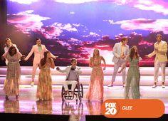A Beatlemania continua no McKinley, e é hora dos alunos votarem para o rei e a rainha do baile de formatura. Glee - Nova temporada, sábados 18H30 #SouGleek Confira conteúdo exclusivo no www.foxplay.com