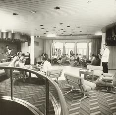 Lounge on the Queen Elizabeth 2 (1969)