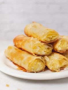 Mum's Extra Crispy Tiropita Rolls (Greek Cheese Pie Rolls) – Real Greek Recipes The quickest & easiest cheese pies ever! These Tiropita Rolls require only 6 ingredients and 15 minutes of baking. Greek Cheese Pie, Cheese Pies, Easy Cheese, Gourmet Recipes, Vegetarian Recipes, Snack Recipes, Cooking Recipes, Cooking Time, Healthy Recipes