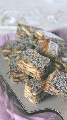 Dadelvingers   Maroela Media South African Dishes, South African Recipes, Food Truck Desserts, African Dessert, Delicious Desserts, Yummy Food, Easy Banana Bread, Dessert Decoration, Sweet Tarts