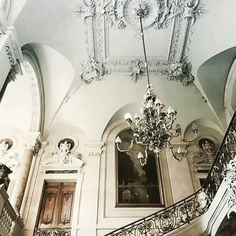 You use a glass mirror to see your face; you use works of art to see your soul. George Bernard Shaw, Classical Architecture, Baroque, Oversized Mirror, Past, Chandelier, Colours, Ceiling Lights, Lighting