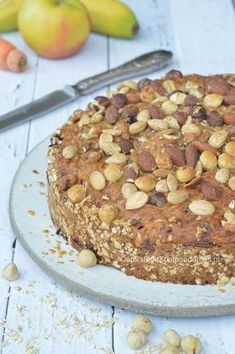 Breakfast cake with lots of fruit, nuts and oatmeal, almost sugar-free and Hüttenkäse. Cake for breakfast, a healthy cake! Healthy Cake, Healthy Sweets, Healthy Baking, Healthy Recipes, Sweet Recipes, Brunch Recipes, Cake Recipes, Breakfast Recipes, Xmas Recipes