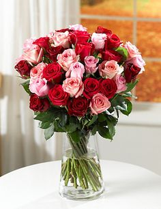 this is the colour scheme i want, but with more red and cerise and less pale pink. really like seeing the green leaves of the roses in arrangements as well