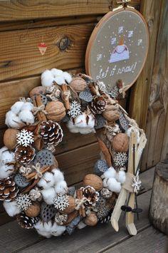 Wall - Her Crochet Christmas Advent Wreath, Christmas Mood, Christmas Bulbs, Homemade Christmas Decorations, Vintage Crafts, Handmade Christmas, Christmas Crafts, Crafts For Kids, Winter Wreaths
