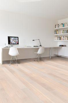 El #suelo de #parquet Roble Polar Satinado de la #colección Quick-Step tiene unas medidas de 145mm de ancho x 1820mm de largo x 14mm de grosor y acabado lacado muy estético. #homeideas #homedesigne #interiorismo #casa #hogar #home #decoración #diseño