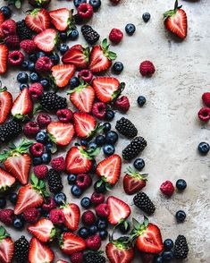 This Berry Spinach Salad with a creamy vegan strawberry raspberry dressing is light, refreshing and makes for the perfect summer side dish. Fruit And Veg, Fruits And Vegetables, Growing Vegetables, Images Esthétiques, Quotes Images, Fruit Photography, Photography Guide, Summer Side Dishes, Food Wallpaper