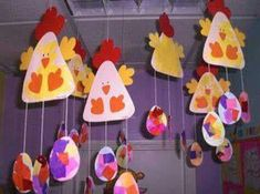 chicken and egg mobile craft Farm Crafts, Easter Crafts For Kids, Diy For Kids, Chicken Crafts, Chicken Art, Chicken Eggs, Mobile Craft, Diy Ostern, Easter Art