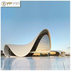 Ünlü Mimarlar | PRİTZKERMimari ödülünü alan ilk kadın mimarZaha Hadid'in konsept tasarımını; Kıbrıslı Türk mimar Saffet Kaya Bekiroğlu 'nun detay tasarımını yaptığı Haydar Aliyev Kültür Merkezi'nin mimarisi, Azerbaycan mitolojisinde yer alanHazar Denizi'nin yükselişini yansıtır. #ÜnlüMimarlar #ZahaHadid #HaydarAliyev #Azerbeycan #Mimar #Mimarlık #Architecture #MustSee #ModernArchitecture #ModernBuildings #ModernMimari #ModernBinalar