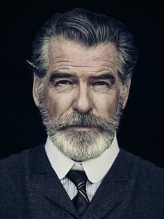 Portrait Photography Inspiration Picture Description Pierce Brosnan Jokes His Wife Is 'Very Fond' of the Beard He Grew for 'The Son'. Men's Healthy Foto Face, Foto Glamour, Beard No Mustache, Beard Care, Beard Growth, Hair And Beard Styles, Facial Hair Styles, Short Beard Styles, Beard Styles For Men