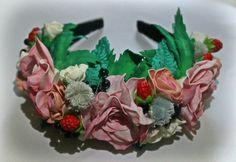 Обруч с цветами из фоамирана и ягодами