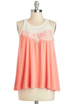 Such a gorgeous spring top, this would pair nicely with a pencil skirt and blazer!