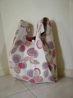 TUTORIAL: The bag is made from one pattern piece. It's just like the plastic shopping bags and in fact the pattern is made from the shopping bag.