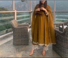Punjabi Suits Party Wear, Party Wear Indian Dresses, Pakistani Fashion Party Wear, Designer Party Wear Dresses, Pakistani Dresses Casual, Kurti Designs Party Wear, Dress Indian Style, Pakistani Bridal Dresses, Pakistani Dress Design