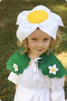 DIY Flower Costume for girls. Easy to sew costume with free flower headband tutorial. Costume Fleur, Daisy Costume, Flower Costume, Bunny Diy Costume, Costume Carnaval, Carnival Costumes, Diy Carnival, Trinidad Carnival, Caribbean Carnival