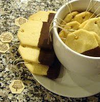 Tea bag shaped shortbread cookies. Lovely :)