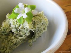 Silkosta rukiiseen – From Pine Bark to Rye: Yksinkertainen villiyrttivoi – Simple Wild Herb Butter