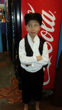 C'est Noé. Il a huit ans. Nous le gardons les enfants. Il est sympa.
