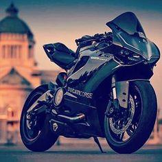 Ooh a Ducati 899 Panigale in black. Motos Honda, Ducati Motorcycles, Yamaha R1, Cars And Motorcycles, Moto Bike, Motorcycle Bike, R1 Bike, Moto Ducati, Motocross