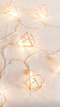 Geometric Diamond Fairy Lights Rose Gold Free pattern and Tutorials : Geometric Diamond Fairy Lights Rose Gold Rose Gold Fairy Lights, Led Fairy Lights, Rose Gold Room Decor, Rose Gold Rooms, Marble Room Decor, Rose Gold Aesthetic, Deco Led, Rose Gold Wallpaper, Gold Bedroom