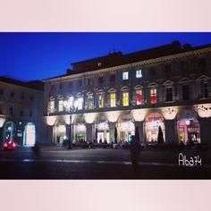 Attraversando piazza san Carlo dopo i vespri, marzo 2014