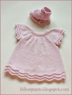 """Cómo se hace- vestido de punto para bebé """"Another non english baby dress."""", """"robe rose This pattern is in Spanish! Does someone want to translate it? Knitting For Kids, Crochet For Kids, Baby Knitting Patterns, Baby Patterns, Knitting Ideas, Knit Baby Dress, Knitted Baby Clothes, Baby Cardigan, Baby Knits"""