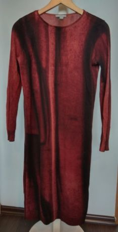 105fd90a95 Sprzedam przylegającą do ciała sukienkę w przepięknie przenikających się  kolorach bordo z czernią. Sukienka używana