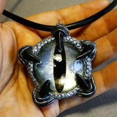Silver Dragon Eye Pendant Second Polymer Clay Dragon, Fimo Clay, Polymer Clay Projects, Polymer Clay Creations, Polymer Clay Crafts, Polymer Clay Jewelry, Eye Jewelry, Jewelry Art, Jewellery