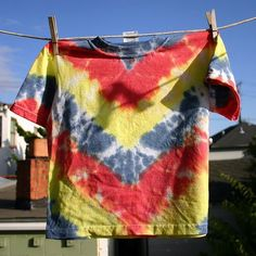 Chevron stripe tie dye instructions to make a Charlie Brown shirt. Repeat the first step multiple times.
