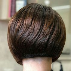 100 New Short Hairstyles for 2019 – Bobs and Pixie Haircuts - Buzzhome World Popular Short Haircuts, Prom Hairstyles For Short Hair, Wavy Bob Hairstyles, Pixie Haircuts, Hairstyles 2018, Short Hair Model, Short Hair Cuts, Short Hair Back View, Medium Hair Styles