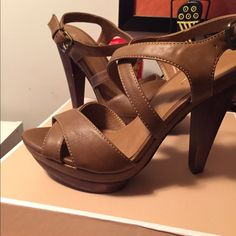 "NWT Aldo Platform Sandal Just in time for the summer! Dark tan sandal with wooden platform and heel. 5"" heel w/ 1"" platform. Never worn! ALDO Shoes Platforms"