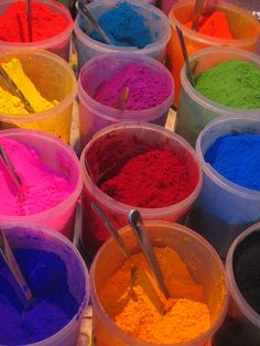 India's colours Colour Combinations, Color Schemes, Holi Festival India, Holi Powder, Rainbow Warrior, Colour Therapy, Manish Arora, India Culture, Colour Pattern