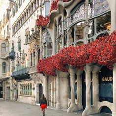 Barcelona , Spain    This beautiful picture is by @liolaliola @georgianlondon