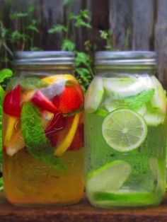 How to make healthy flavored water. Love putting fruit in my water. Healthier than added packets of flavoring. Sooooo yummy and refreshing.