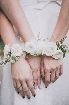 Why worry about bracelets when you could have your besties sport these these petite corsages instead?!    Photo via  Simply Peachy .