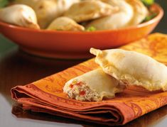 Empanadas are a stuffed Latin pastry that can hold many fillings. Get your friends together to help stuff and fold these scrumptious crab empanadas to make the preparation speedy. Crab Recipes, Appetizer Recipes, Snack Recipes, Appetizers, Cooking Recipes, Healthy Recipes, Strudel, Yummy Eats, Yummy Food
