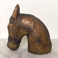 Hästhuvud via RY.AR.YA. ryarya.se Anna Rystedt Vintage Antik Horseheadsculpture Click on the image to see more!