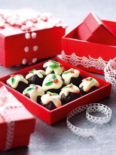 Christmas Puddini Bonbons - My WordPress Website Christmas Cooking, Christmas Recipes, Christmas Goodies, Christmas Treats, Christmas Hamper, Christmas Crackers, Xmas Food, Christmas Cupcakes, Christmas Desserts