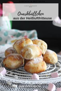 Quark balls from the hot air fryer - tasty with little fat - Recipe for delicious low-fat curd cheese balls. I baked them in the hot air fryer and posted the re - Tefal Actifry, Air Fryer Healthy, Air Fryer Recipes, Food Lists, Keto Snacks, Bread Baking, Cooking Time, Pop Tarts, Keto Recipes
