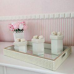 Kit Higiene Pérolas e Strass #kithigieneperolas #kithigienebebe… Craft Gifts, Diy Gifts, Picture Frame Tray, Kit Bebe, Baby Kit, Easy Home Decor, Baby Decor, Homemade Gifts, Home Decor Inspiration