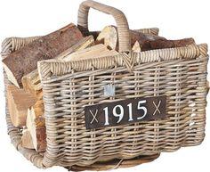 In diesem Korb bewahren Sie Ihr Feuerholz ideal auf. Gleichzeitig verbreiten Sie eine rustikale Atmosphäre.