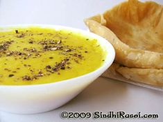 Maakhni (butter) Dal puri is a famous Sindhi breakfast of creamy dal spiced with blackpepper served with fried pooris or puris