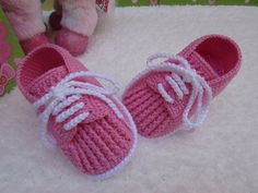 new ideas baby girl crochet boots Baby Booties Free Pattern, Baby Shoes Pattern, Knit Baby Booties, Booties Crochet, Shoe Pattern, Crochet Slippers, Baby Girl Crochet, Crochet Baby Clothes, Crochet Baby Shoes