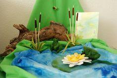 summer seasonal table idea, via Poppenatelier Severine Waldorf Crafts, Waldorf Dolls, Summer Crafts, Crafts For Kids, Felt Play Mat, Play Mats, Wooly Bully, Felt House, Small World Play