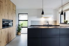 66 Premium Black Kitchen with Black Cabinets Ideas - HomeCNB Kitchen Time, New Kitchen, Kitchen Dining, Black Kitchen Cabinets, Black Kitchens, Kitchen Modular, Contemporary Kitchen Design, Custom Kitchens, Transitional Kitchen