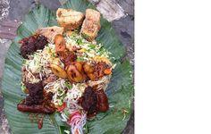 Delicious combo waakye Ghana Food, Pantry, Beef, Recipe, Beauty, Kitchens, Pantry Room, Meat, Butler Pantry