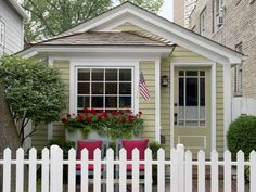<p>It's hard to believe this cute-as-a-button 780-square-foot historic cottage sits in the middle of... - Jane Beiles