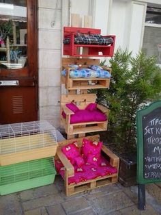Pallets Pets Homes Creating a pets space into your house can be a difficult task for you, but with u Animal Room, Diy Cat Enclosure, Diy Cat Tree, Cat Trees, Pallet Crafts, Pallet Ideas, Cat House Diy, Cat Shelves, Crate Furniture