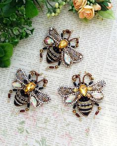 Image gallery – Page 838232549367795994 – Artofit Beaded Brooch, Beaded Jewelry, Brooches Handmade, Handmade Jewelry, Bead Crafts, Jewelry Crafts, Bee Embroidery, Insect Art, Kanzashi